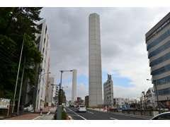 山手通り内回り沿い、代々木八幡近くです。2本の換気塔が目印です。