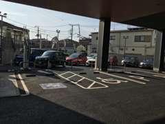思いやり駐車場とEV QUICKを完備しております、お車での来店も歓迎致します。