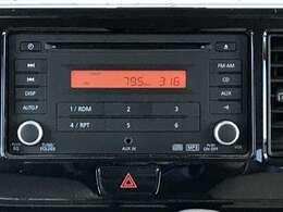 外部入力付きの純正CDチューナー!携帯と接続ができます。