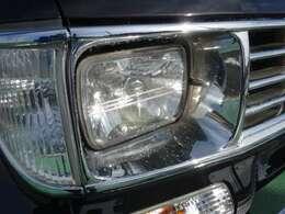 この車は角目ライトがとても似合います。