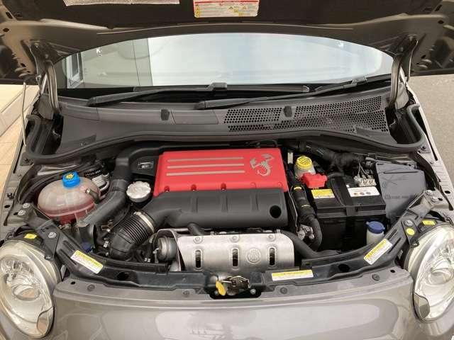 コンパクトボディにハイパワーを手にした『595 Competizione』の1.4Lターボエンジンです。