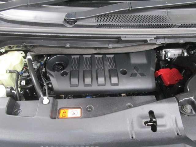 ビッグトルクが走りの楽しさとゆとりを生む、2.2L コモンレール式DI-D クリーンディーゼルターボエンジン。