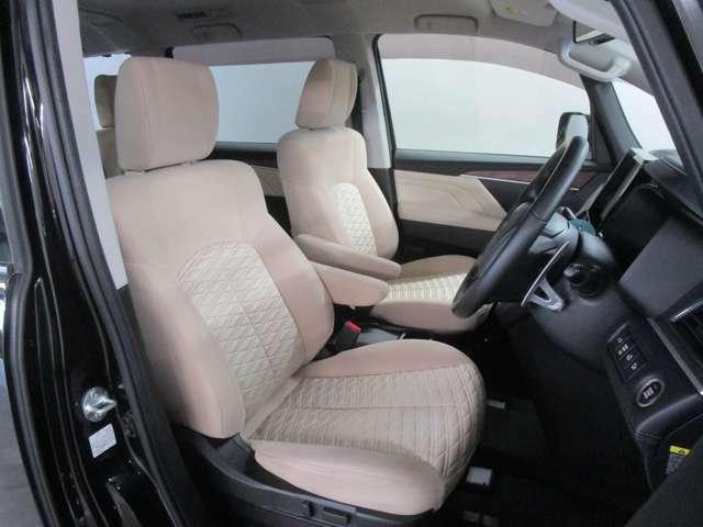 運転席シートは、パワーシート付ですので細かなシートポジションの調整が出来ます。