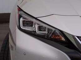 LEDヘッドランプは、遠くまで明るく照らし夜間の安全運転をサポートしてくれます。