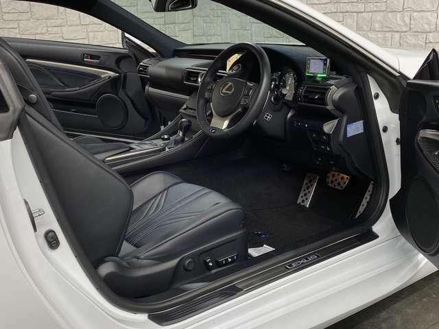 ★内装の状態ですが、使用感も非常に少なく、状態は非常に良好なお車です!ハンドルの擦れや汚れ等全く御座いません♪ステアリングスイッチ連動済みとなっております(^^)/