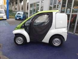 コムスB・COMデリバリー ツートンカラー!家庭的な小型電気車両!車検・車庫証明不要!家庭用コンセント(AC100V)で充電!普通免許で運転可!キャンパスドア!デリバリーBOX!