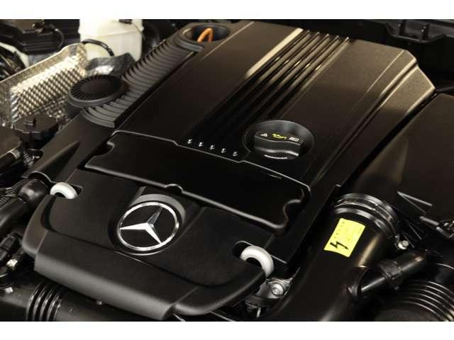 1,800cc 直列4気筒DOHCターボエンジンを装備!カタログ値184psを発生する心臓部が力強い走りを実現!7Gトロニックによるスムーズな加速も魅力的です!