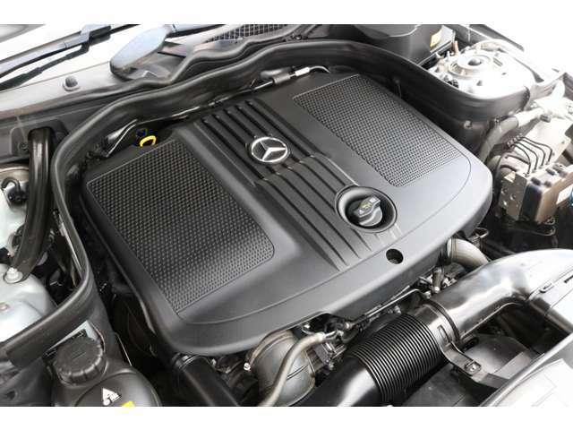 心臓部には2,200cc 直列4気筒DOHCターボエンジンを搭載し、カタログ値177馬力を発生させます!環境性能にも優れ燃費効率を向上させるECOスタート&ストップ機能を搭載!
