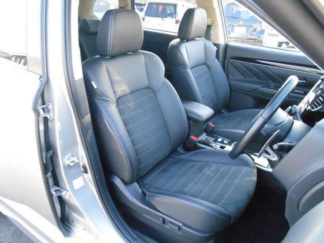 運転席パワーシートですので、細かいシートポジション設定が可能ですよ。
