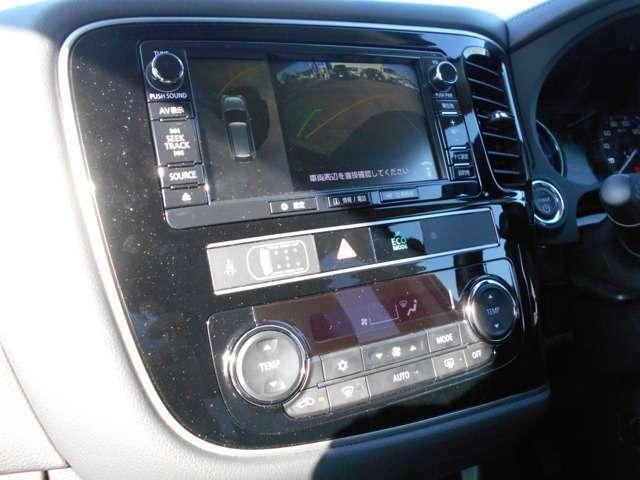 アラウンドモニター搭載ですので、周囲の安全確認ができますよ。駐車の際、これがあれば運転に自信が無い方もこれで安心です!一度使うと手放せない装備です!