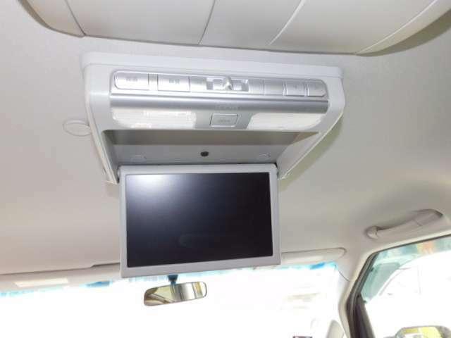 純正ギャザス9インチワイドフリップダウンモニター(VM-108N)。後席エアコンも快適なオートエアコンです。(トリプルゾーンコントロールフルオートエアコン)
