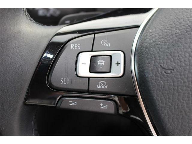 アダプティブクルーズコントロール(安全な車間距離をキープ)、レーンキープアシスト(車線逸脱の検知)、渋滞時追従支援システム、搭載。