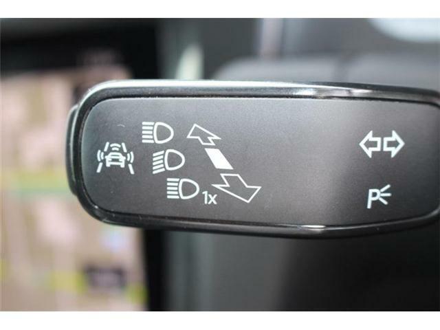 30km/h未満での走行中にはシティエマージェンシーブレーキ機能が作動。自動でブレーキをかけて危険を回避、あるいは追突の被害を軽減します。歩行者検知対応。