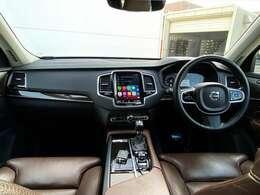 ◆車内は北欧・スカンジナビアスタイルを採用したエグゼクティブな空間。シートは大人の余裕を感じさせるマルーン・カラー