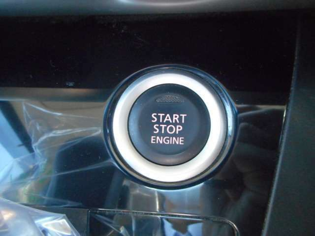 プッシュスタートエンジンは鍵の差し込みなくエンジンの起動ができます。