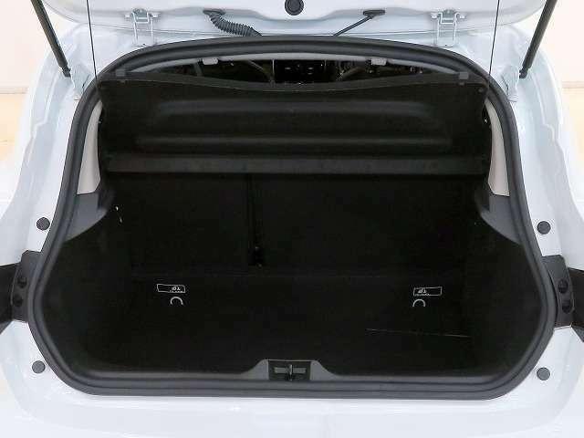 ■リアシートを倒せば広いラゲージスペースが確保でき、大きな荷物も積み込めます!