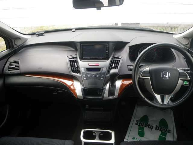 操作性の良い運転席!室内も広く快適!
