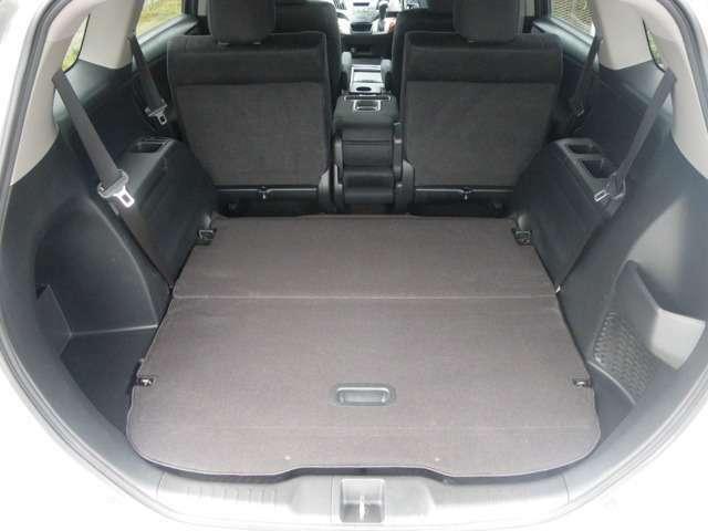 サードシートは収納可能!荷室が広がります!
