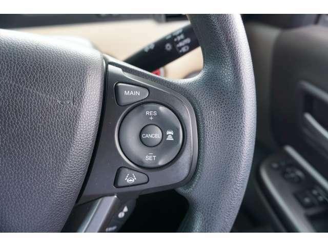 運転が楽なオートクルーズコントロール装備です!速度を設定すればアクセルを踏まなくても設定した速度を維持します。キャンセルボタンやブレーキを踏むと解除されます。長距離運転や高速道路の運転では大活躍です!