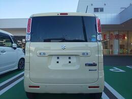 シフォンアイボリーの2WD、CVTです。