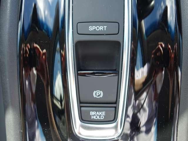 ブレーキホールド付きですので信号待ちや駐車場チケットの際に楽です。
