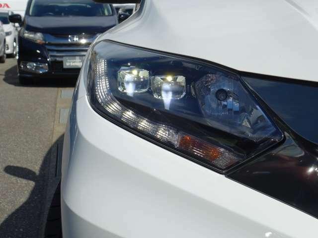 LEDヘッドライトで夜間や雨天時のドライブを明るくサポート!省電力、耐久性にも優れており、夜の運転も安全です!