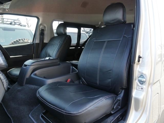 ブラックレザー調シートカバーも全席取付済みです!
