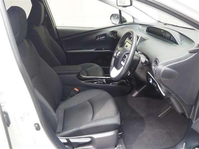 運転席には、上下シートアジャスターがついており、前を見やすく調整できます。