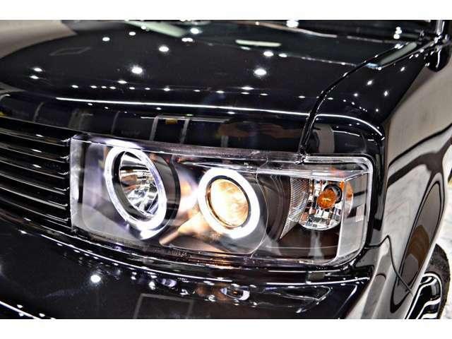 オリジナルワンオフ加工の6連イカリング&インナーブラックヘッドライト 車全体が引き締まります!