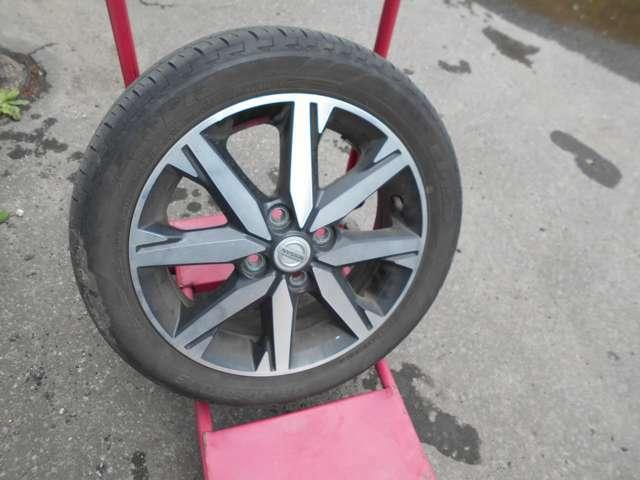 夏タイヤには純正アルミ (タイヤの残り溝は少ないのでご相談下さい。)