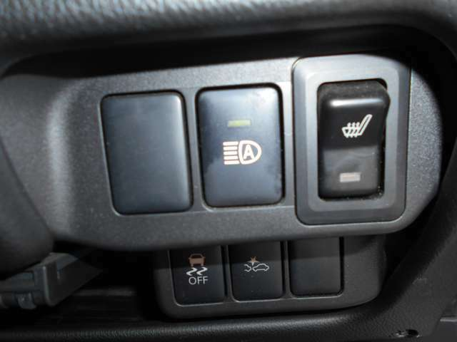 """ハイビームとロービームを自動で切り替える""""ハイビームアシスト""""装備! 手動による切り替えのわずらわしさが無く、切り替え忘れも解消☆ ・運転席にはシートヒーターを装備"""