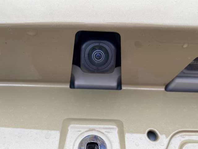 便利な【バックカメラ】も装備♪駐車が苦手な方でも安心して安全確認ができるオススメな便利機能です。・純正バックカメラ装備済み☆別途ナビと接続することで使用できます♪後方確認や車庫入れも安全・快適ですね♪