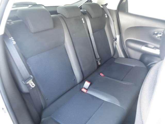 後席の足元の広さは必見です!同乗者の方もリラックスして乗っていただくことが出来ます!