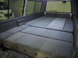 リア全面ベッド展開可能! ベッド寸法275cm×150cm