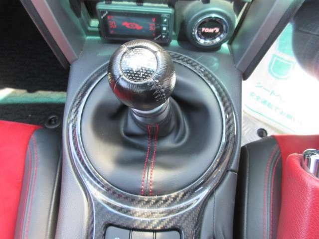 スポーツカーといえば、やはりマニュアルミッションですね♪ 6速マニュアルミッション搭載♪ 専用TRDシフトノブ付きとなります♪