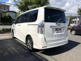 リア5面プライバシーガラス☆車内のプライバシーを保ち夏場では車内の温度上昇を抑える効果も期待できますね☆