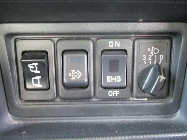 左電動格納ミラー付きで駐車時やすれ違い時にも安心!