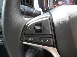 ステアリングスイッチ付きで手元でオーディオ操作が可能です