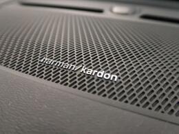 harman/kardonサラウンドシステムを装備!臨場感溢れる室内音響を実現しています。地上デジタル放送やCD/DVDなども車種別設計されたチューニングで最適な音響を実現しています。