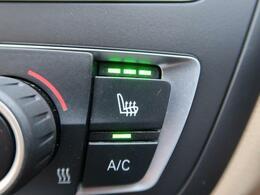 ●フロントシートヒーティング(メーカーオプション):運転席・助手席共に三段階で調節が可能なシートヒーターを装備しております。季節を問わず快適にご使用いただけます。