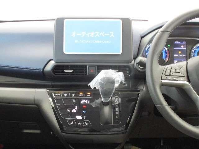 オーディオは装着されておりません。三菱自動車純正アクセサリーカタログよりお選びいただけます。お気軽にお問い合わせくださいませ。