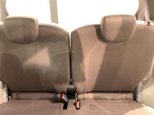 後席も余裕の広さ!ゆったりくつろげます!!