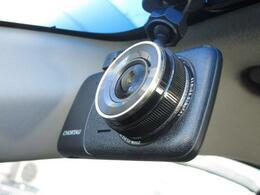 ■ 装備3 ■ ドライブレコーダー:いまや必需品と言っても過言ではありません!