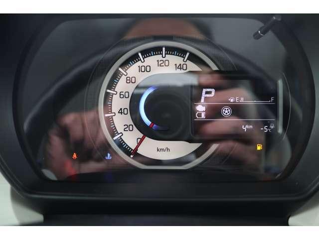 燃費なと多彩な情報でドライブをサポートする、マルチインフォメーションディスプレー