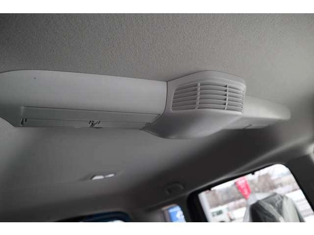 空気を循環させて、室内全体を適温に。スリムサーキュレーターを装備