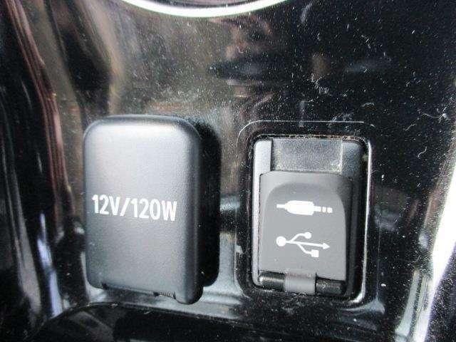 オーディオやスマートフォンと接続し、充電もできます♪