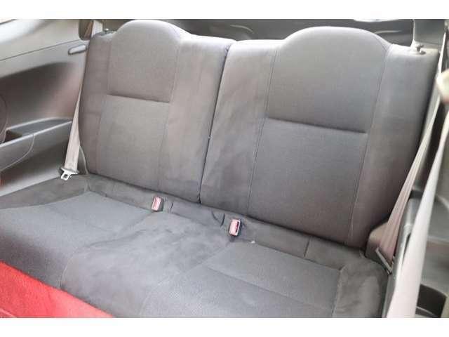 後席シートはゆったりとした設計になっています。
