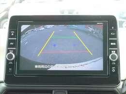 バックカメラももちろんついています!シフトをRにいれるとこんな感じに映し出されるので、後退時には安全確認できますよ!