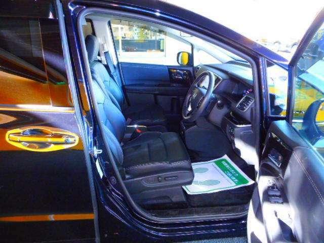 前席はヒーター機能付。運転席8ウェイ+助手席4ウェイパワーシートです。
