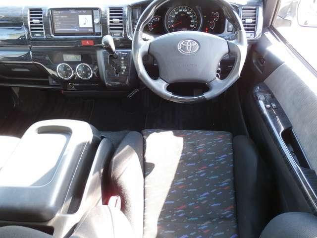 3.0ディーゼルターボ 4WD HIDライト carrozzeriaサーバーナビ TV  バックモニター 17インチアルミ ウッドパネル、ステアリング ロワリングキットローダウン リアスポイラー レカロシート ETC